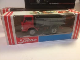 Ford D800 Dump Truck | Model Trucks | photo: Flemming