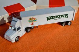 Winross bekins van lines world wide moving %252796 semi truck trailer model vehicle sets 3850d8af 26c8 4c98 99a9 2c6cb4666587 medium