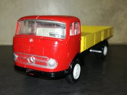 Mercedes-Benz LP 322 Flatbed | Model Trucks | photo: Koos M