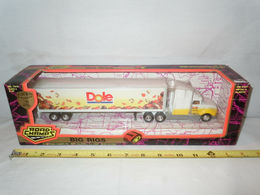 Dole Fruit Semi with Plastic Van Trailer by Road Champs 1/64th Scale | Model Vehicle Sets