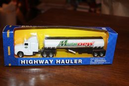 Maisto kenworth sleeper cab tanker truck pepsi mountain dew trailer 8%2522 long model vehicle sets 359aaa39 3a68 4e51 b1d5 69436cc351a2 medium