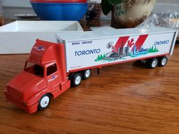 Winross bnau toronto   ontario international semi truck 1%253a64 scale die cast 93 model vehicle sets f9c54d6c cad2 426a acba 71e583a88529 medium