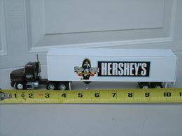 PEM Hershey's Chocolate Mack CH-600 1:64 Tractor & Trailer, Semi Truck | Model Vehicle Sets