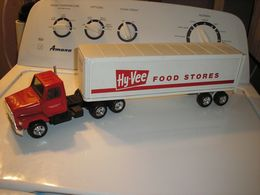 Ertl international hy vee semi tractor trailer  model vehicle sets 5abf2497 456a 4a30 8f79 35fd927c50e5 medium
