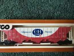 Tyco ho scale c and h sugar closed hopper car 960082 model trains %2528rolling stock%2529 f0cbba67 5db8 4fb3 9b31 4762e10ba9a5 medium