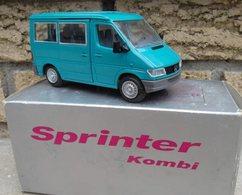 Mercedes-Benz Sprinter Kombi | Model Trucks | photo: Robert B