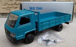 Mercedes-Benz MB 700 Dropside | Model Trucks | photo: Robert B