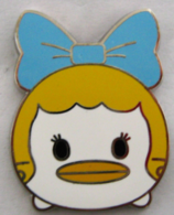 Daisy duck pins and badges 26c200b5 506b 4d17 ae58 301615d8c90c medium