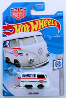 Kool Kombi  | Model Trucks | HW 2019 - Collector # 136/250 - Volkswagen 2/10 - Kool Kombi - White - USA Card