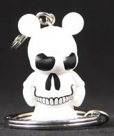 Skull vinyl art toys 2e9b6998 8b07 41df a8e1 578273699981 medium