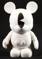One eye ghost vinyl art toys b8ac332c 609f 4ca6 b7c8 436b08a7dab0 medium