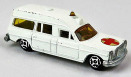 Mercedes-Benz Ambulance | Model Cars
