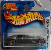Cadillac v 16 concept model cars f391441b 0c4c 4c3c 9911 32802bf4d451 medium