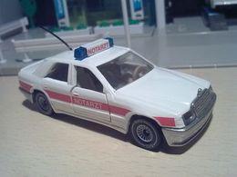 Siku super serie mercedes benz 300 e w124 notartz  einsatzwagen model cars 47316418 c0a7 4897 8f81 0c9b0c73dc96 medium