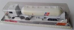 Volvo tanker truck model trucks 824c8750 fb8b 4ee4 89b6 97cc3d25ee86 medium
