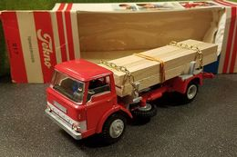Ford d800 tommervogn %2528timber truck%2529 model trucks b9a5a1ba 6f90 4773 9337 866927c19ce1 medium