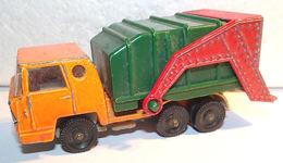 Bernard benne ordure garbage truck 3rd edition model trucks 2df812cb 79b8 48b5 b159 0d1a2b73f450 medium