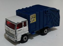 Ford refuse truck model trucks c3fbb78e 3051 4df8 88aa bd3a43d6f4c6 medium