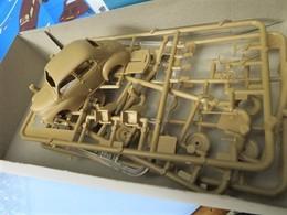 Renault 4cv model car kits 82d4c5da 676e 4a11 9b4a cefbdf95cb27 medium