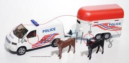 Volkswagen t5 multivan 2003 police van with horsebox model vehicle sets c50162d6 d470 49fa b628 977e57111fc3 medium