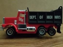 Operating truck slot cars 3baa8384 a92f 44c9 b34c b3167ddd11f5 medium