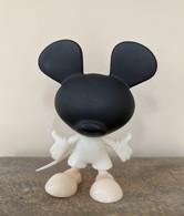 Mickey mouse %2528looking up%2529 mystery mini prototype vinyl art toys 7dd79a38 bb8f 4d25 b4f9 eb97a52498eb medium
