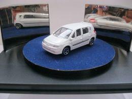 Majorette serie 200 renault scenic ii ph 1 model cars 4da6f3f7 0520 46af 9c45 2ac94a0ed6bd medium