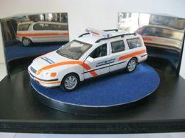 Fabbri auto della polizia volvo v70 2000 model cars 5ed04d5d 33af 4ad0 b9c1 b24f8da04b2e medium
