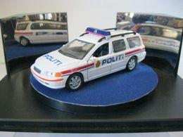 Fabbri auto della polizia volvo v70 2000 model cars 7692f3e4 2013 44a9 8f58 eed50d43d58f medium