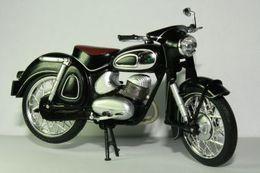Altaya grandes motos clasicas de coleccion dkw rt175 model motorcycles 91e8e7ed 8a99 435c 9140 15f633a53047 medium