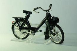 Altaya grandes motos clasicas de coleccion velosolex s3300 model motorcycles ae2bbb82 4c6a 41b6 9d03 4f71541343b4 medium