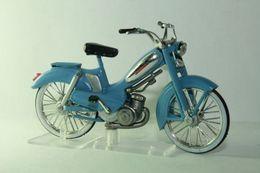 Altaya grandes motos clasicas de coleccion mobylette av88 bleue model motorcycles b8caf58f 2fa8 466f 8d55 e37d1e9476b0 medium