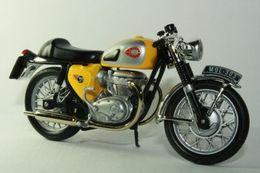 Altaya grandes motos clasicas de coleccion bsa  lightning 650cc model motorcycles ccf6d9b0 8500 464b b3d8 1bebf44bc895 medium