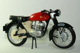 Altaya grandes motos clasicas de coleccion montesa impala model motorcycles 276e1130 5072 4c73 b933 c9d53587d836 medium