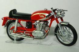 Altaya grandes motos clasicas de coleccion ducati 250 mach 1 model motorcycles e7179c4d 363b 4a8f b258 8d60df25364c medium