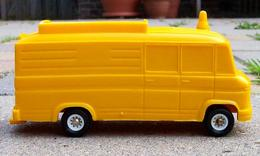 Bully mercedes benz bus model buses 520e21d5 703f 4564 ab2c b532068f877b medium