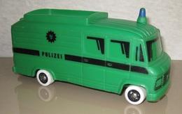 Bully mercedes benz polizei bus model buses daa7902c eaa0 43de b12c c72c610783c6 medium