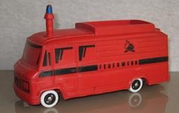 Bully mercedes benz fire service bus model buses b95ee118 22d4 43c1 b6e7 f0889d980475 medium