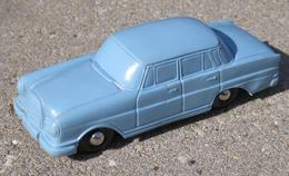 Schildkrot mercedes benz 220 se model cars c6f91fa0 e9fc 474b 848c 5c2043480b57 medium