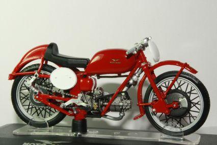 La moto Guzzi V9 Bobber Starline_Moto_Guzzi_Collection_Moto_Guzzi_Gambalunghino_Model_Motorcycles_e0b80573-075a-4fc8-97e2-6dd9792cb7a7