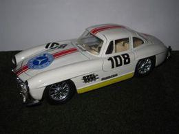 Bburago 1%253a24 kit collezione mercedes benz 300 sl model racing cars 32a50b98 15e2 4319 9cf6 277b581ad855 medium
