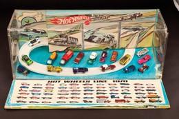 Hot Wheels Line 1970   Display Cases