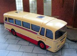 Harrington Cavalier | Model Buses