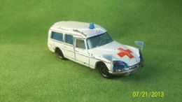 Majorette citroen ds 21 ambulance 9yqy medium
